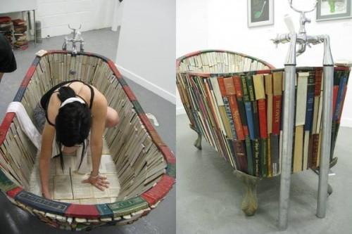 Vanessa Mancini's project to build a bathtub of books